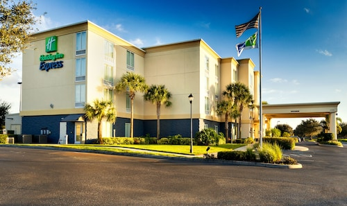 . Holiday Inn Express Hotel and Suites Arcadia