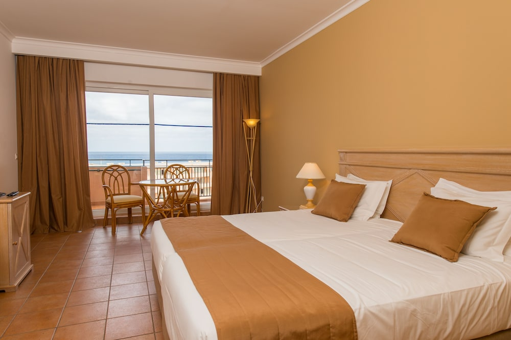 Twin Room, Partial Sea View