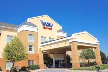 Winchester Vacations - Fairfield & Suites by Marriott Winchester - Property Image 1