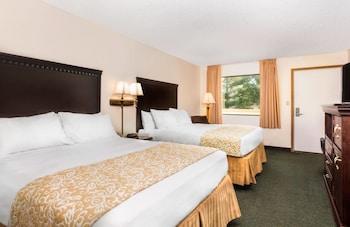 Hotel - Brookwood Inn