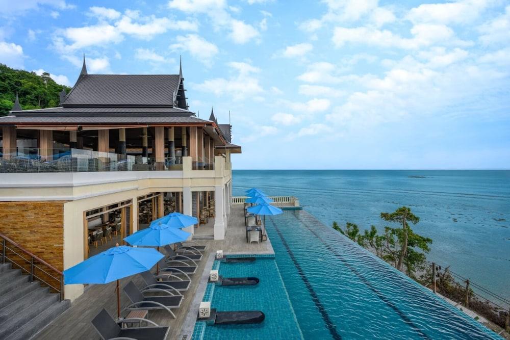 https://i.travelapi.com/hotels/2000000/1070000/1069000/1068917/3859c393_z.jpg