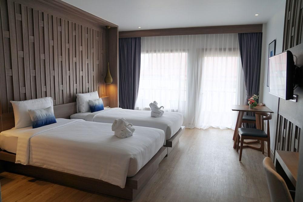 https://i.travelapi.com/hotels/2000000/1070000/1069000/1068917/5d37f694_z.jpg