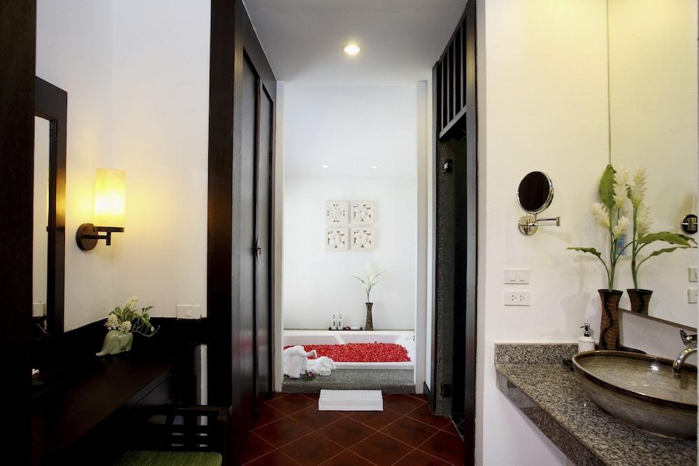 https://i.travelapi.com/hotels/2000000/1070000/1069000/1068917/62d0d682_z.jpg