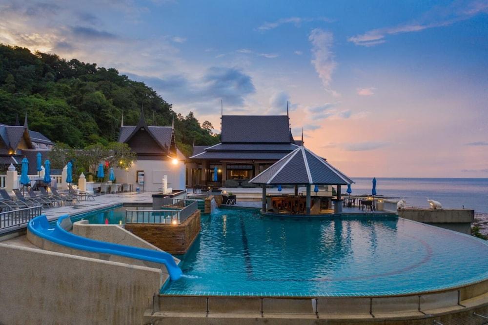 https://i.travelapi.com/hotels/2000000/1070000/1069000/1068917/7250ed56_z.jpg