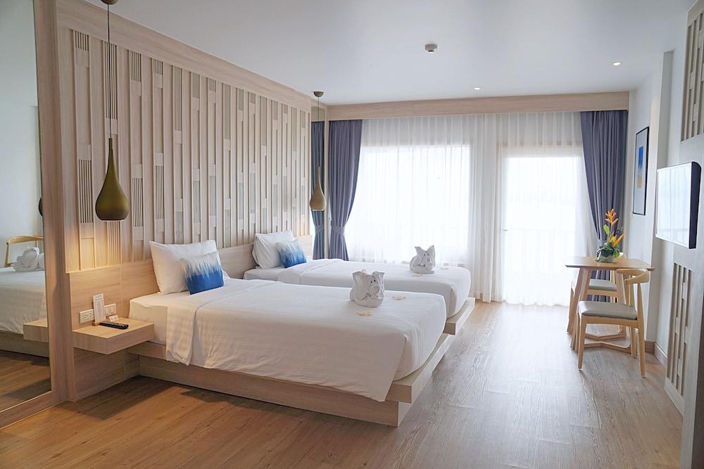 https://i.travelapi.com/hotels/2000000/1070000/1069000/1068917/886bffc4_z.jpg