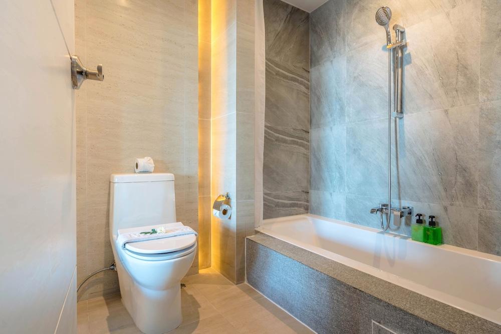 https://i.travelapi.com/hotels/2000000/1070000/1069000/1068917/91f6d5a5_z.jpg