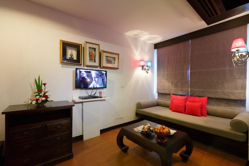 https://i.travelapi.com/hotels/2000000/1070000/1069000/1068917/b8ddaf22_z.jpg