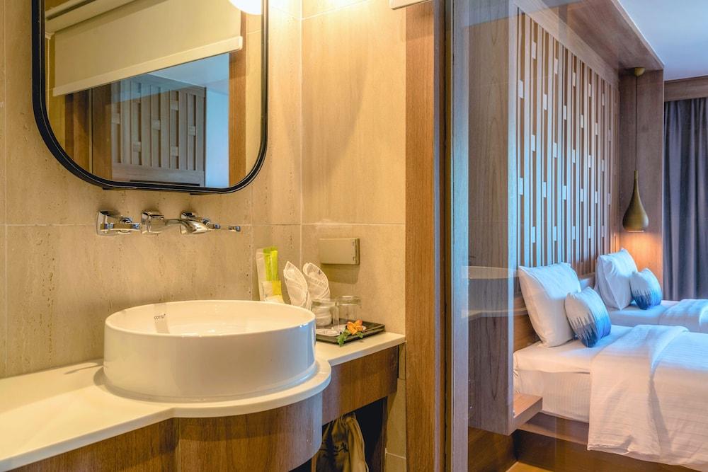 https://i.travelapi.com/hotels/2000000/1070000/1069000/1068917/bcd6c86e_z.jpg