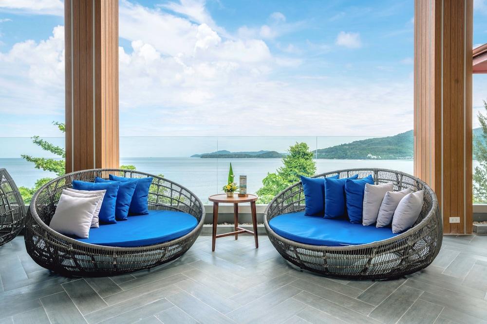 https://i.travelapi.com/hotels/2000000/1070000/1069000/1068917/f716dfd8_z.jpg