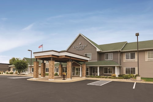 . Country Inn & Suites by Radisson, Willmar, MN