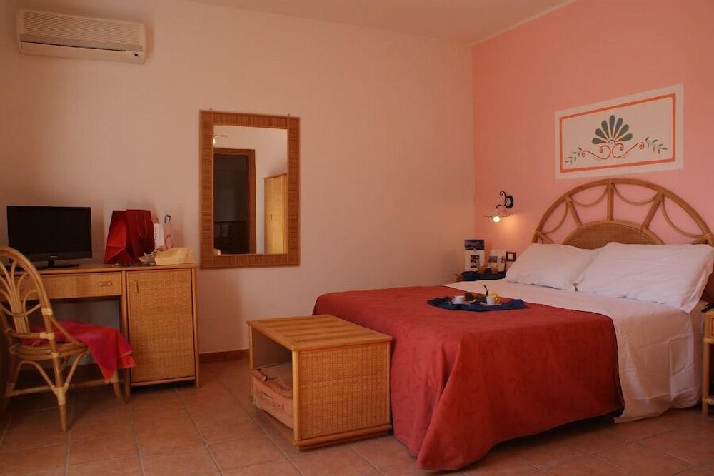 메사피아 호텔 & 리조트(Messapia Hotel & Resort) Hotel Image 4 - Guestroom