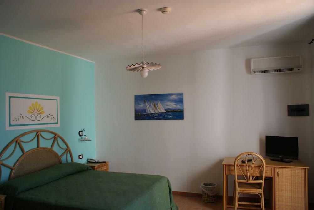 메사피아 호텔 & 리조트(Messapia Hotel & Resort) Hotel Image 3 - Guestroom