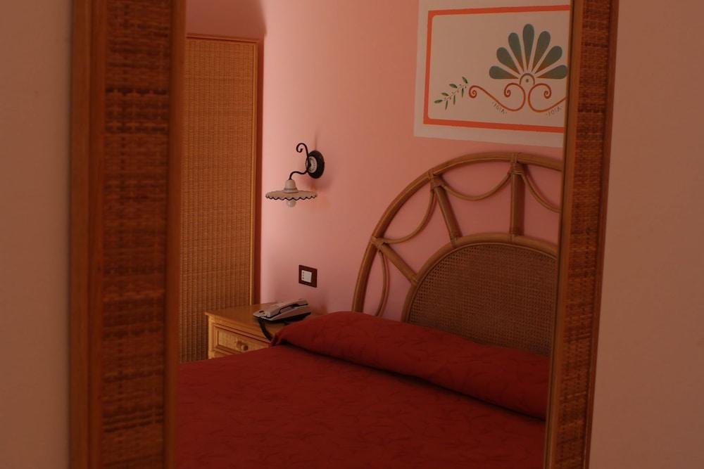 메사피아 호텔 & 리조트(Messapia Hotel & Resort) Hotel Image 6 - Guestroom