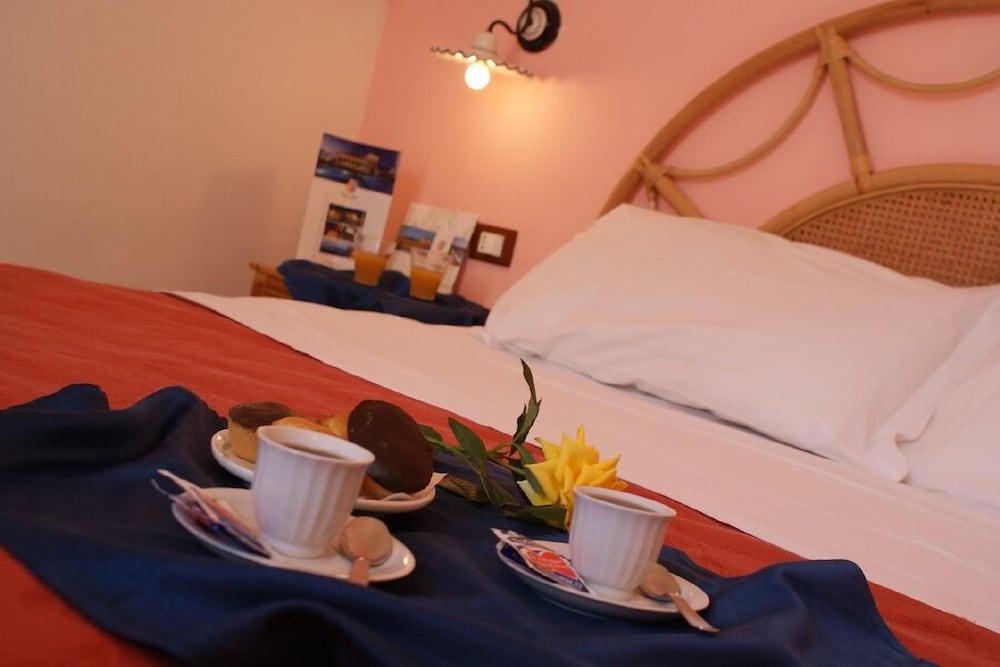 메사피아 호텔 & 리조트(Messapia Hotel & Resort) Hotel Image 8 - Guestroom