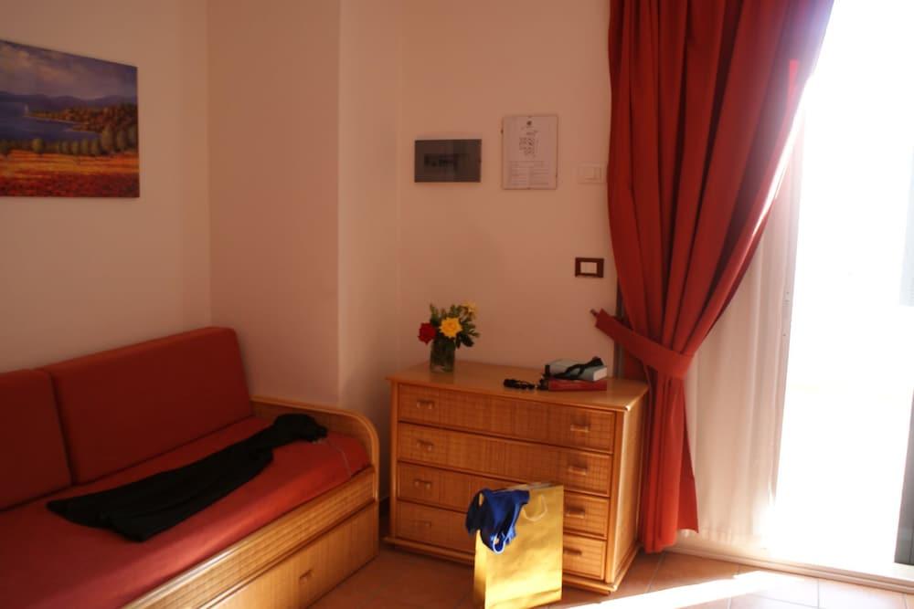 메사피아 호텔 & 리조트(Messapia Hotel & Resort) Hotel Image 9 - Guestroom
