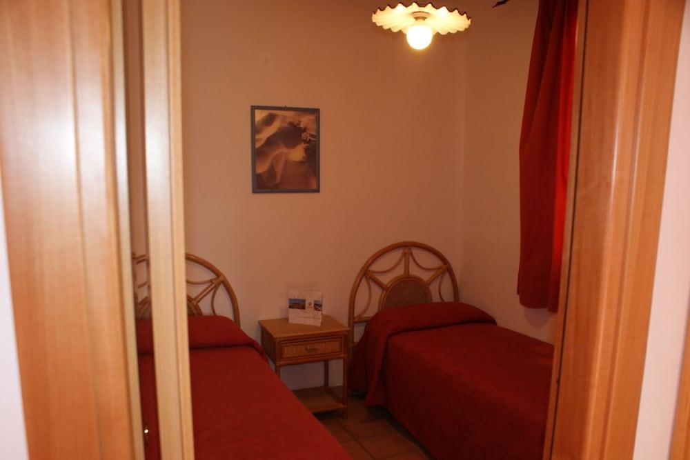 메사피아 호텔 & 리조트(Messapia Hotel & Resort) Hotel Image 10 - Guestroom