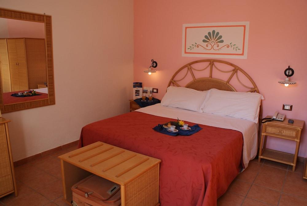 메사피아 호텔 & 리조트(Messapia Hotel & Resort) Hotel Image 2 - Guestroom