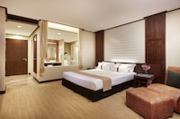 Diplomat Suite (With Jacuzzi) (Corner Wing)