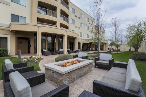 . Courtyard by Marriott Potomac Mills Woodbridge