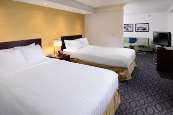 Guestroom at SpringHill Suites by Marriott Fort Worth University in Fort Worth