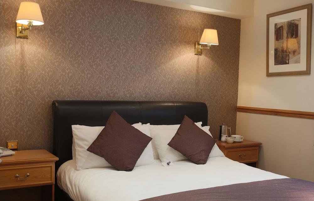 베스트 웨스턴 올드 밀 호텔 & 레저 클럽(Best Western Old Mill Hotel & Leisure Club) Hotel Image 10 - Guestroom