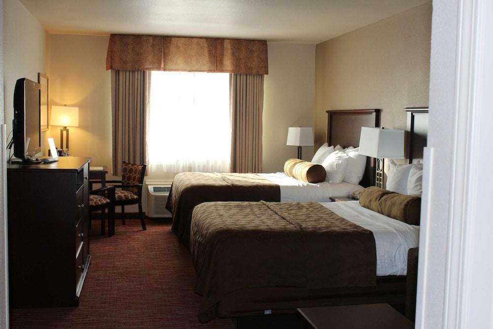 https://i.travelapi.com/hotels/2000000/1080000/1077200/1077184/1175bb41_z.jpg