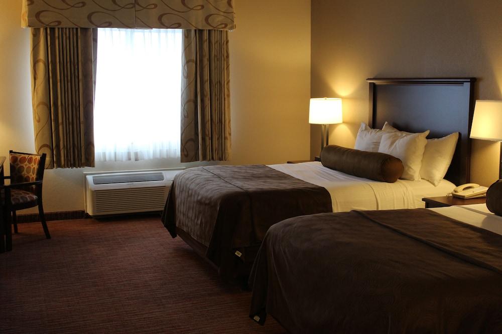 https://i.travelapi.com/hotels/2000000/1080000/1077200/1077184/5c4c0da3_z.jpg
