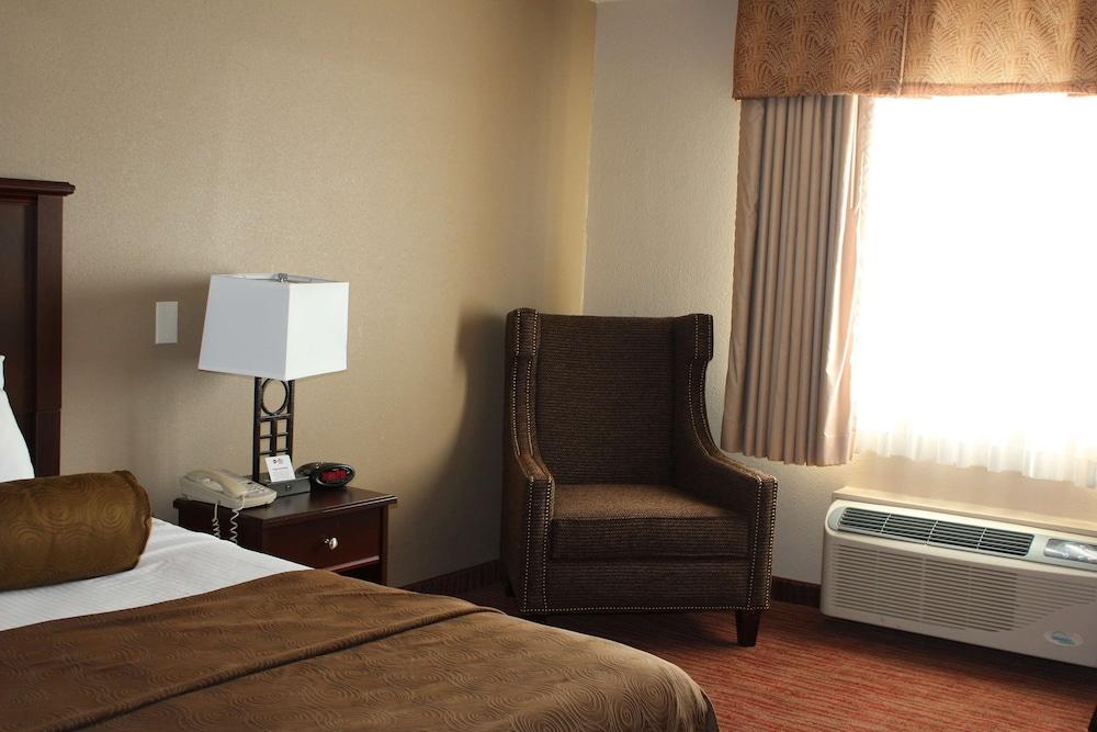 https://i.travelapi.com/hotels/2000000/1080000/1077200/1077184/5d079b18_z.jpg