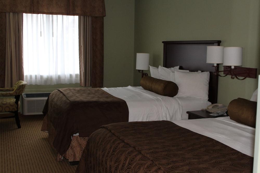 https://i.travelapi.com/hotels/2000000/1080000/1077200/1077184/fbae3848_z.jpg