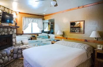 Standard Room, 1 Queen Bed, Jetted Tub