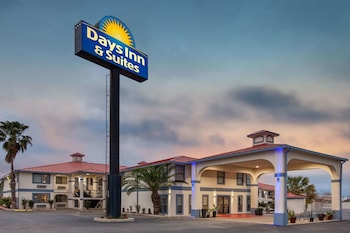 Hotel - Days Inn & Suites by Wyndham Braunig Lake