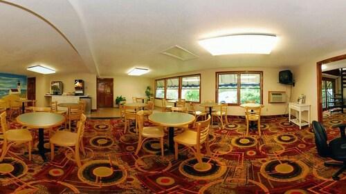 . Captains Quarters Motel & Conference Center