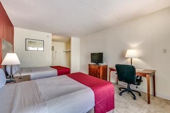 Guestroom at Summer Wind inn & Suites in Myrtle Beach