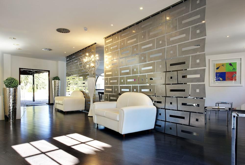 Apartamentos Pueblo Acantilado Suites