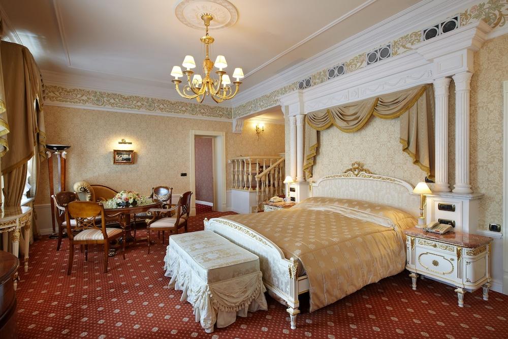 https://i.travelapi.com/hotels/2000000/1090000/1082500/1082410/09d500cb_z.jpg