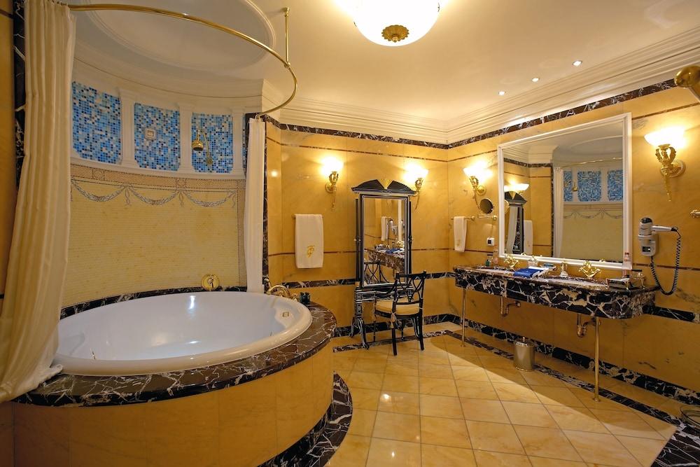 https://i.travelapi.com/hotels/2000000/1090000/1082500/1082410/120b5929_z.jpg