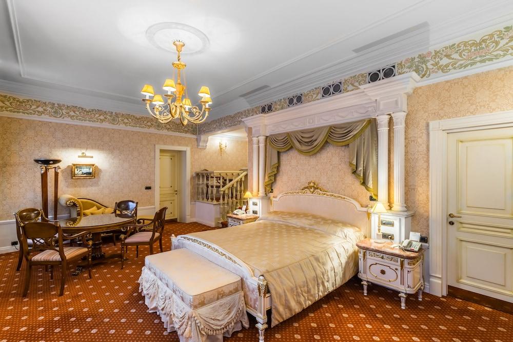 https://i.travelapi.com/hotels/2000000/1090000/1082500/1082410/1b275a19_z.jpg