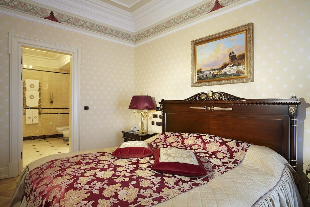 https://i.travelapi.com/hotels/2000000/1090000/1082500/1082410/53b4551b_z.jpg