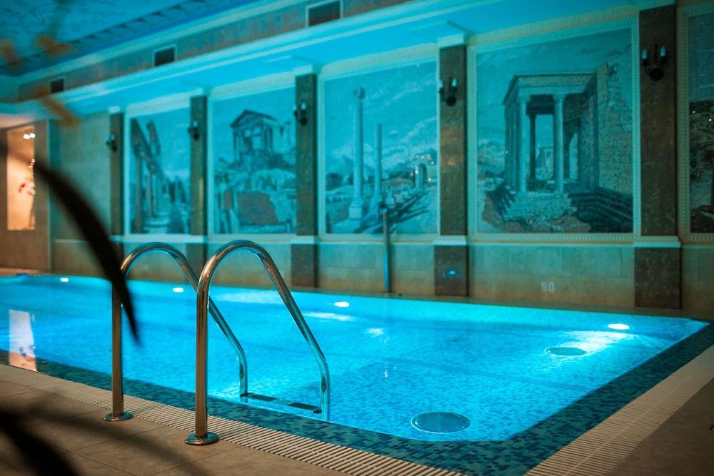 https://i.travelapi.com/hotels/2000000/1090000/1082500/1082410/565242aa_z.jpg