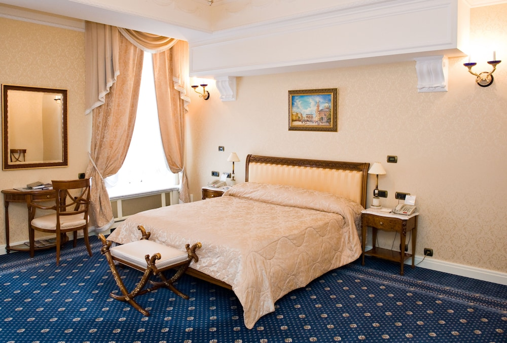 https://i.travelapi.com/hotels/2000000/1090000/1082500/1082410/687f4f04_z.jpg