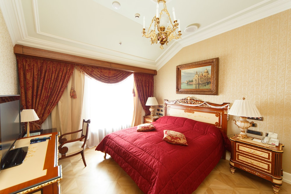https://i.travelapi.com/hotels/2000000/1090000/1082500/1082410/9aecb020_z.jpg