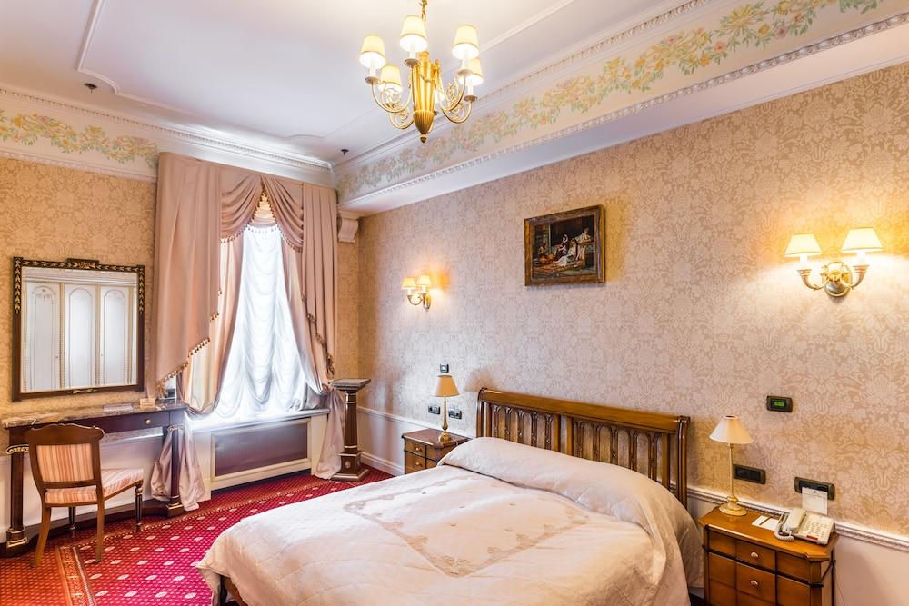 https://i.travelapi.com/hotels/2000000/1090000/1082500/1082410/a0fb32b8_z.jpg