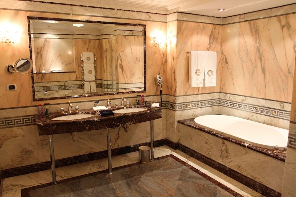 https://i.travelapi.com/hotels/2000000/1090000/1082500/1082410/a90d191f_z.jpg