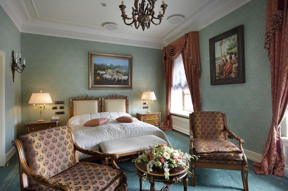 https://i.travelapi.com/hotels/2000000/1090000/1082500/1082410/cae5e759_z.jpg