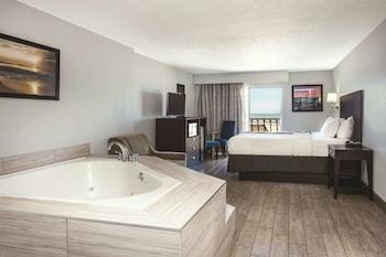 Deluxe Suite, 1 King Bed, Non Smoking, Ocean View