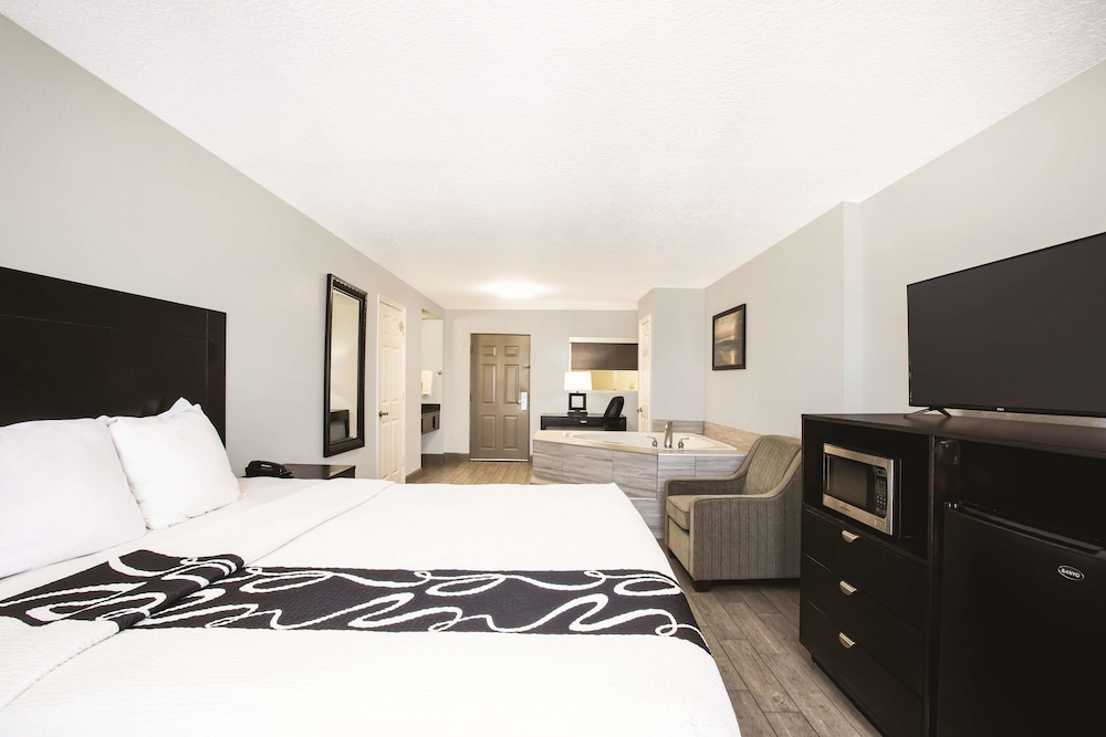 Deluxe Suite, 1 King Bed, Accessible, Ocean View (Mobility Accessible)