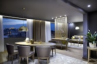 Presidential Suite, Jetted Tub (Acropolis View)
