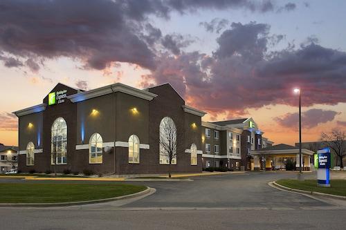 . Holiday Inn Express & Suites Brookings