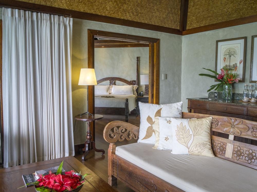 https://i.travelapi.com/hotels/2000000/1090000/1083600/1083579/0f5f2a5f_z.jpg