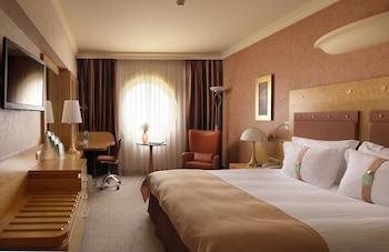 Executive Room, 1 King Bed, Smoking (Top Floor)
